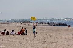 beach frisbee photo