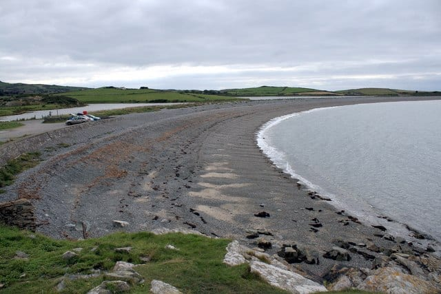 Cemlyn-Bay-beach