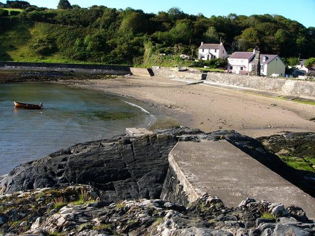 Cwm-yr-Eglwys-beach