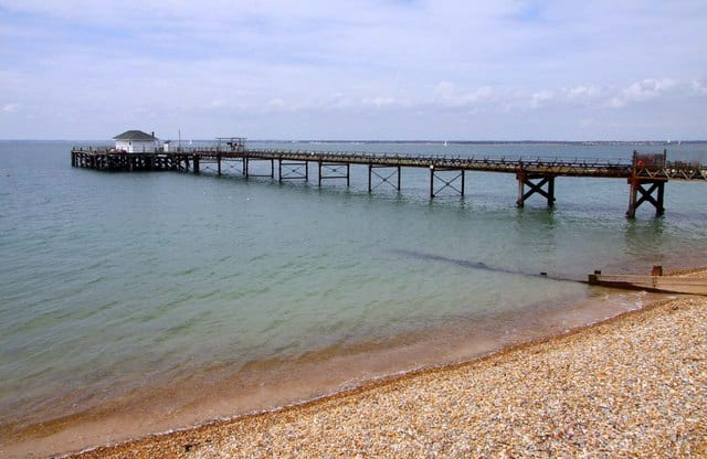 Totland-Bay-beach