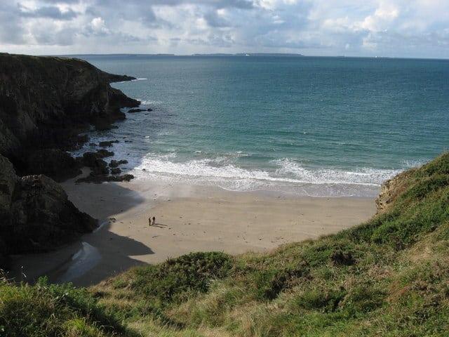 Caerfai-Bay-beach