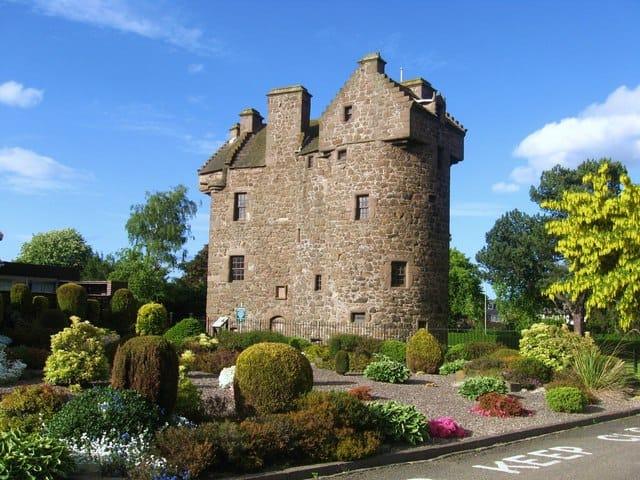 Claypotts-Castle