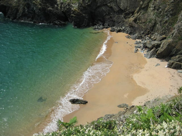 Maceley-Cove-beach