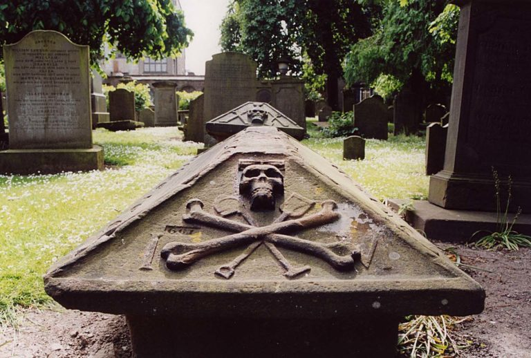 Dundee Howff burial ground 768x518